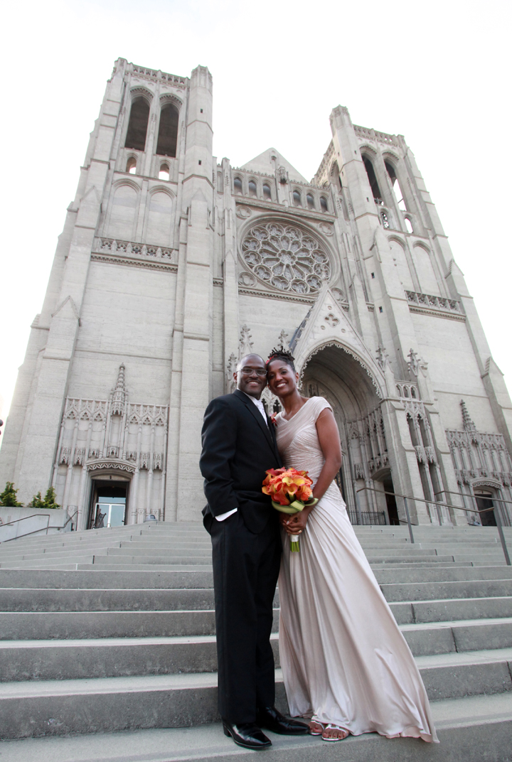 Grace-Cathedral-Groom-and-Bride-front-steps – Oakland